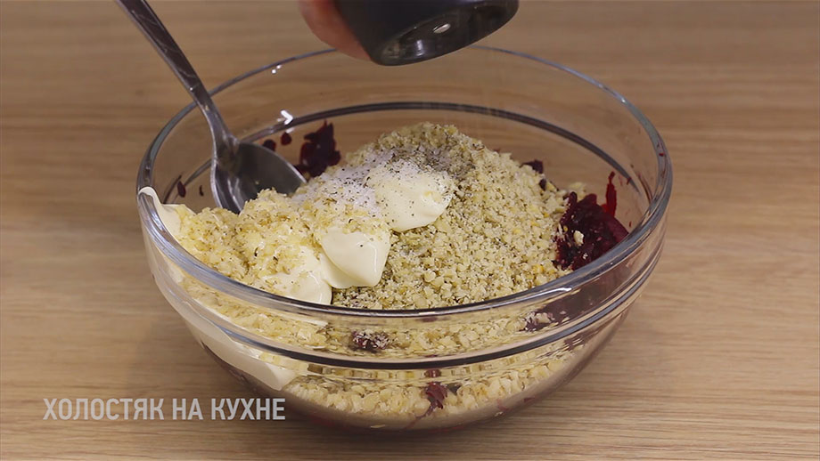 добавление перца в салат