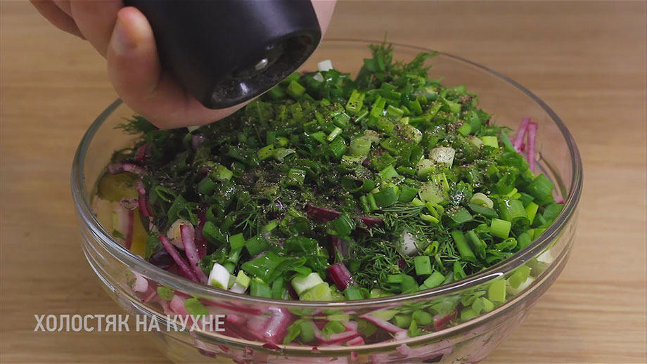 добавление черного перца в салат